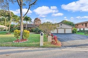 Beautiful Homes and Swimming Pools in Coral Springs
