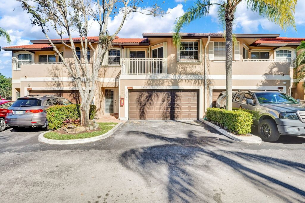 Spacious Updated Townhome Coral Springs