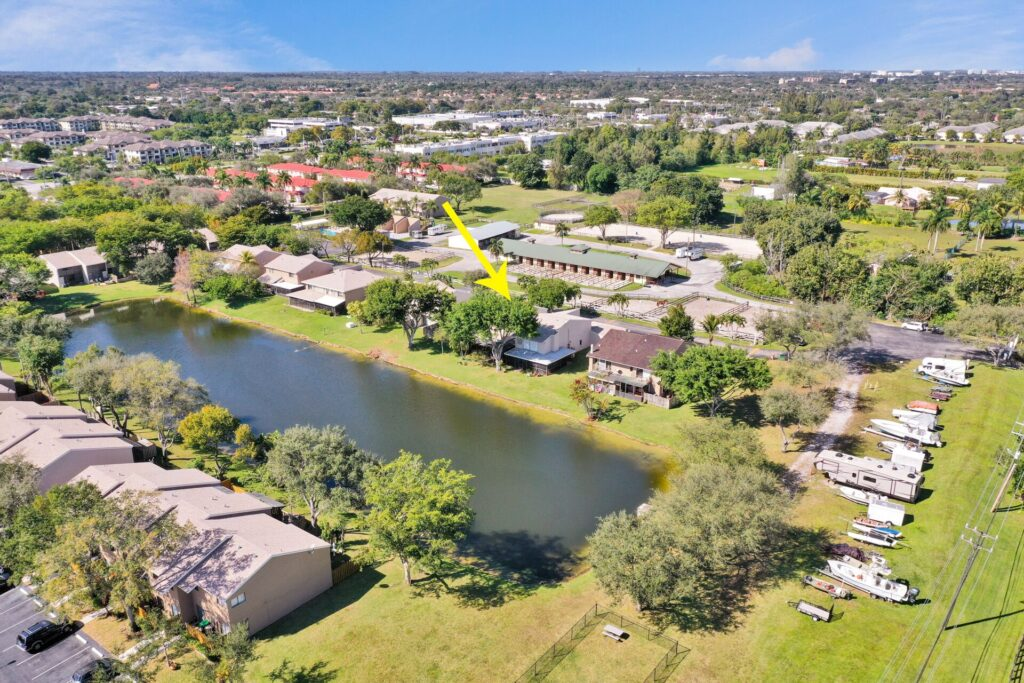 Townhouse with Lake View Davie
